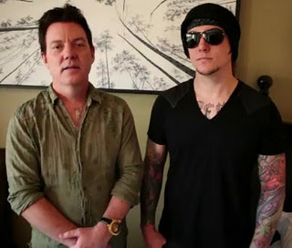 Free Guitar lessons from A7X's Synyster Gates and his Dad